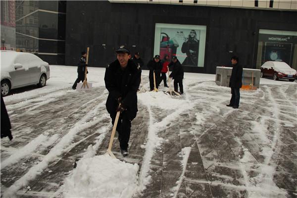 保定先天下广场扫雪简讯图片