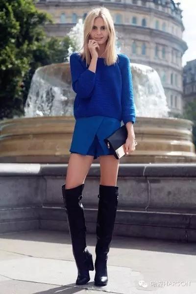 示范搭配一:     宝蓝色套头针织衫+宝蓝色层次